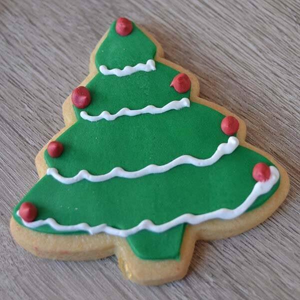 variazione di albero di natale decorato su biscotto