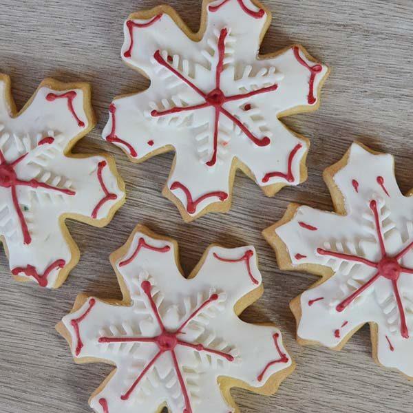 Biscotti decorati a fiocco di neve