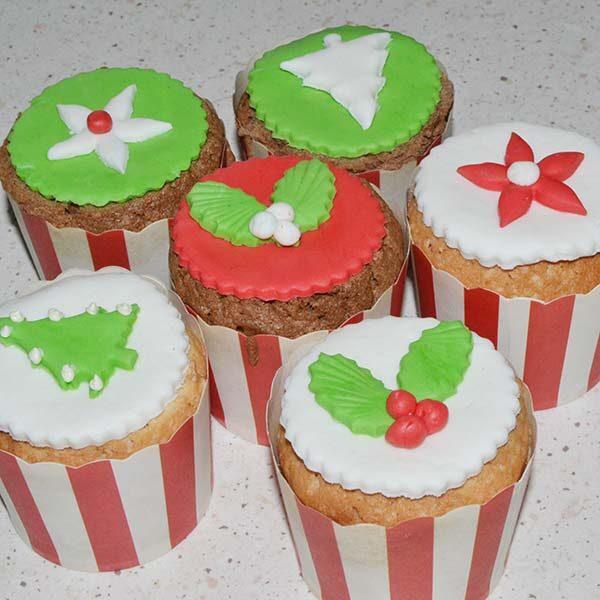 Cupcakes con decorazioni natalizie