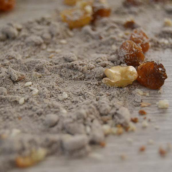 farina ai cereali - noci e uvetta