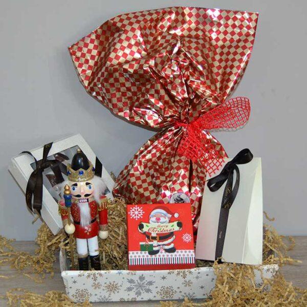 """cesto natalizio senza glutine con Soldatini in legno da """"lo schiaccianoci"""""""