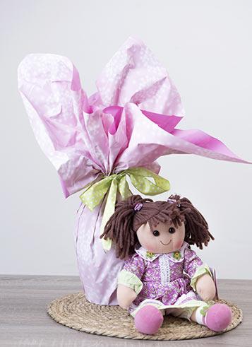 Uova di Pasqua con bambolina